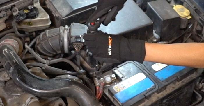 Ford Focus DAW 1.8 Turbo DI / TDDi 2000 Luftfilter austauschen: Unentgeltliche Reparatur-Tutorials