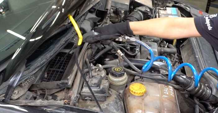 How hard is it to do yourself: Pollen Filter replacement on Ford Focus DAW 2.0 16V 2004 - download illustrated guide