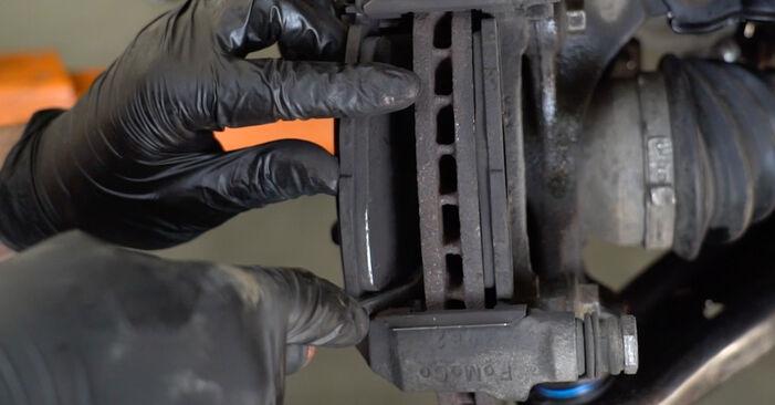 Sostituendo Dischi Freno su Ford Fiesta ja8 2018 1.25 da solo