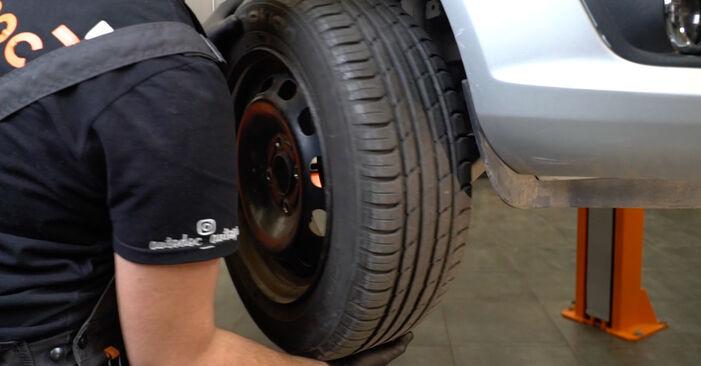 Come sostituire Pastiglie Freno su FORD Fiesta Mk6 Hatchback (JA8, JR8) 2013: scarica manuali PDF e istruzioni video