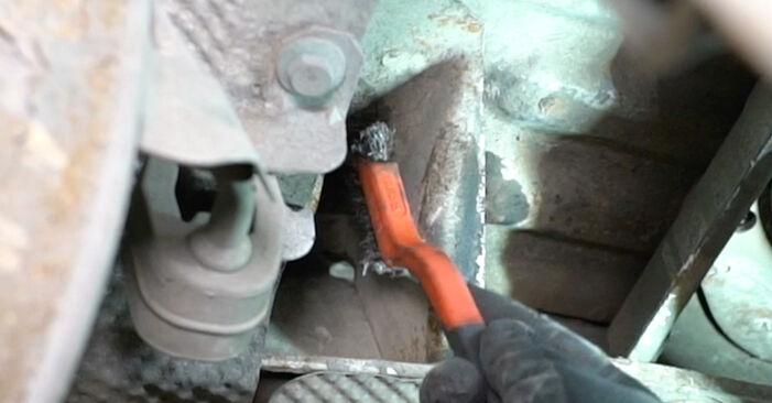 Bytte Støtdemper på VW T5 Van 2013 2.5 TDI alene