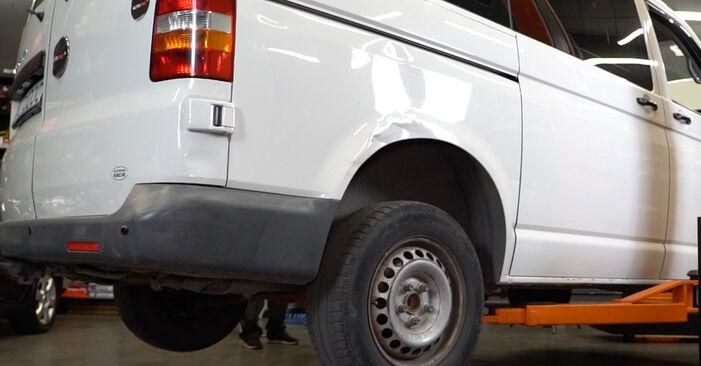Slik bytter du VW Transporter V Van (7HA, 7HH, 7EA, 7EH) 2.5 TDI 2004 Støtdemper selv – trinn-for-trinn veiledninger og videoer