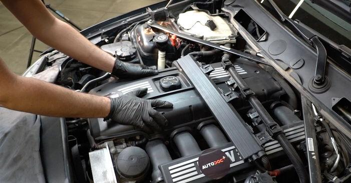 Zündspule BMW E82 135i 3.0 2003 wechseln: Kostenlose Reparaturhandbücher