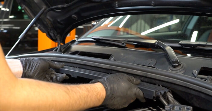 BMW 1 SERIES 135i 3.0 Zündspule ausbauen: Anweisungen und Video-Tutorials online