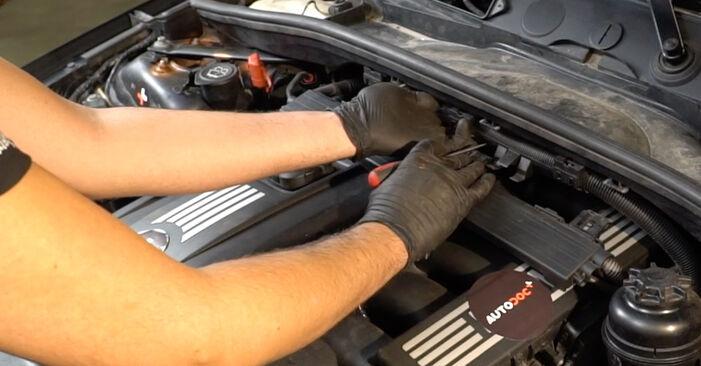 Zündspule beim BMW 1 SERIES 120d 2.0 2008 selber erneuern - DIY-Manual