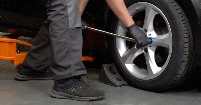 Toronycsapágy BMW 1 Coupe (E82) 2006 csere - töltsön le PDF útmutatókat és utasításokat tartalmazó videókat