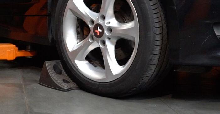 Wie Querlenker BMW E82 120d 2.0 2006 tauschen - Kostenlose PDF- und Videoanleitungen