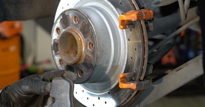 Zweckdienliche Tipps zum Austausch von Bremsscheiben beim BMW 1 Coupe (E82) 135i 3.0 2012