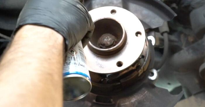 Wie schwer ist es, selbst zu reparieren: Bremsscheiben BMW E82 120i 2.0 2012 Tausch - Downloaden Sie sich illustrierte Anleitungen