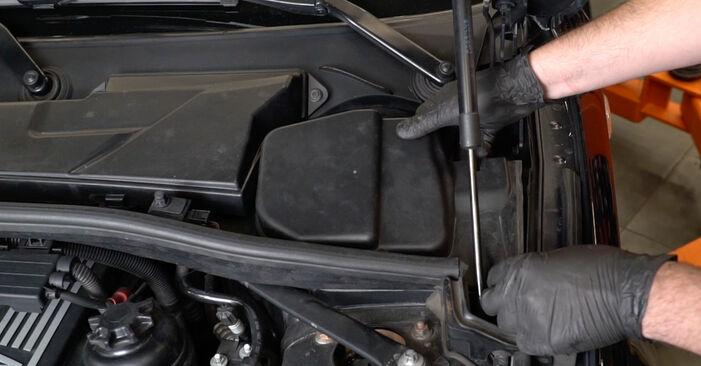 Austauschen Anleitung Bremsscheiben am BMW E82 2008 120d 2.0 selbst