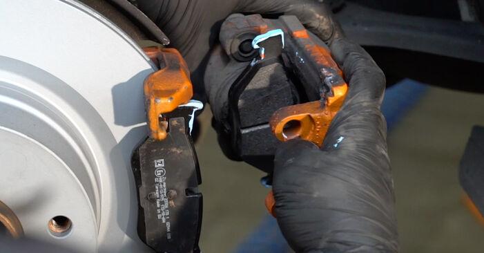 Kaip nuimti BMW 1 SERIES 125i 3.0 2010 Stabdžių Kaladėlės - nesudėtingos internetinės instrukcijos