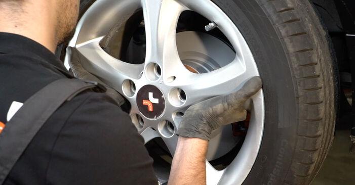 1 Coupe (E82) 125i 3.0 2011 Stabdžių Kaladėlės savarankiško keitimo instrukcija