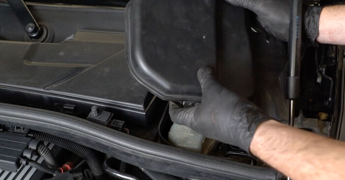 Kaip pakeisti BMW 1 Coupe (E82) 120d 2.0 2007 Stabdžių Kaladėlės - išsamios instrukcijos ir vaizdo pamokos