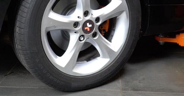 Pasikeiskite BMW 1 Coupe (E82) 135i 3.0 2008 Stabdžių Kaladėlės patys - internetinė instrukcija
