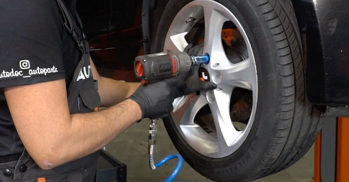 Changing Wheel Bearing on BMW 1 Coupe (E82) 118d 2.0 2006 by yourself