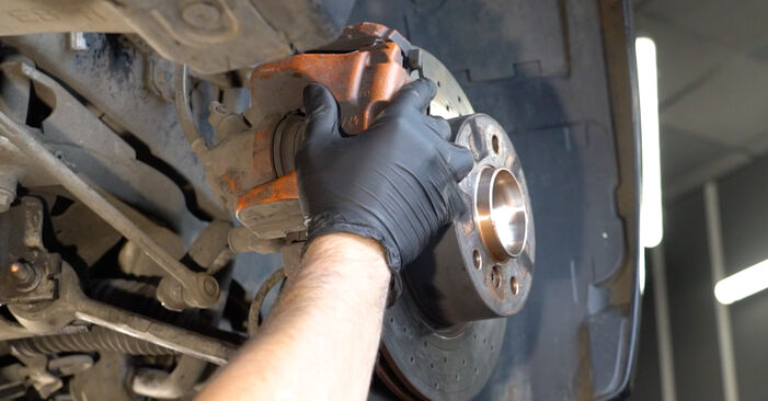Need to know how to renew Wheel Bearing on BMW 1 SERIES ? This free workshop manual will help you to do it yourself
