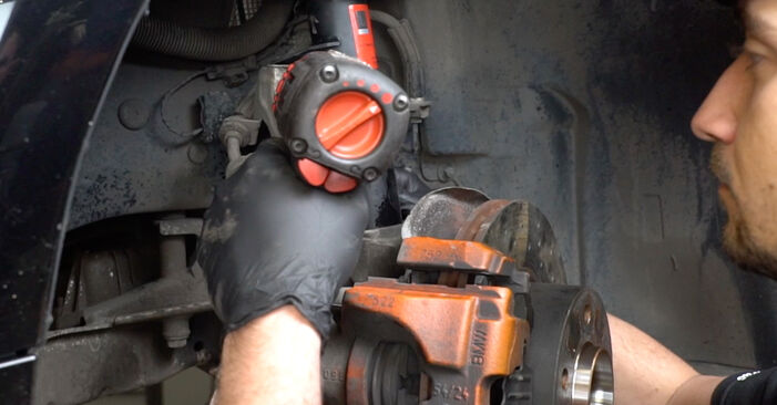 How to remove BMW 1 SERIES 125i 3.0 2007 Wheel Bearing - online easy-to-follow instructions
