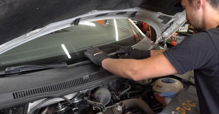 Wie schwer ist es, selbst zu reparieren: Stoßdämpfer VW T5 Kasten 1.9 TDI 2009 Tausch - Downloaden Sie sich illustrierte Anleitungen