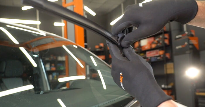 How to replace VW Transporter V Van (7HA, 7HH, 7EA, 7EH) 2.5 TDI 2004 Wiper Blades - step-by-step manuals and video guides