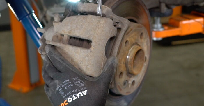 Cambio Discos de Freno en VW T5 Furgón 2011 no será un problema si sigue esta guía ilustrada paso a paso