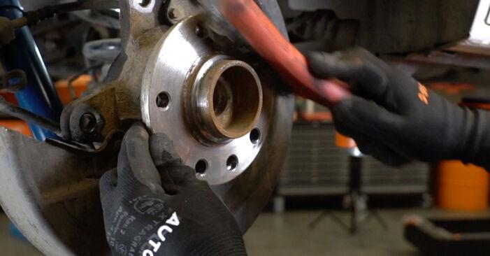 Cómo reemplazar Discos de Freno en un VW Transporter V Furgón (7HA, 7HH, 7EA, 7EH) 2.5 TDI 2004 - manuales paso a paso y guías en video