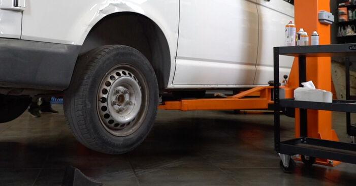 Sustitución de Discos de Freno en un VW T5 Furgón 2.5 TDI 4motion 2005: manuales de taller gratuitos