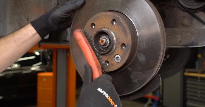 Zweckdienliche Tipps zum Austausch von Bremsscheiben beim VW Transporter V Kastenwagen (7HA, 7HH, 7EA, 7EH) 1.9 TDI 2004