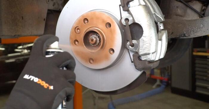 Wie Bremsscheiben VW T5 Kasten 2.5 TDI 2003 tauschen - Kostenlose PDF- und Videoanleitungen