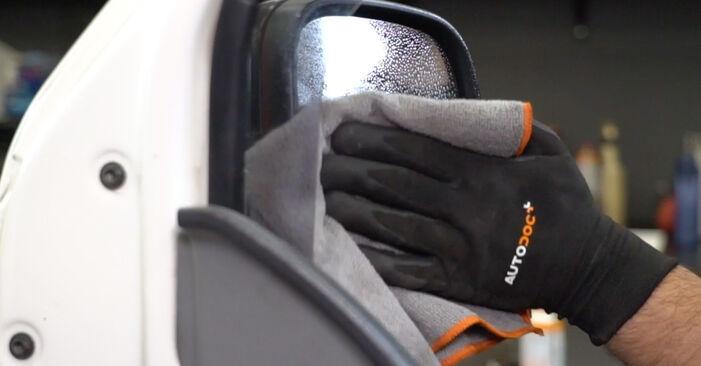 Spiegelglas Ihres VW T5 Kasten 2.5 TDI 2011 selbst Wechsel - Gratis Tutorial