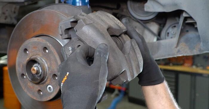 VW TRANSPORTER 2.5 TDI 4motion Bremsbeläge ausbauen: Anweisungen und Video-Tutorials online