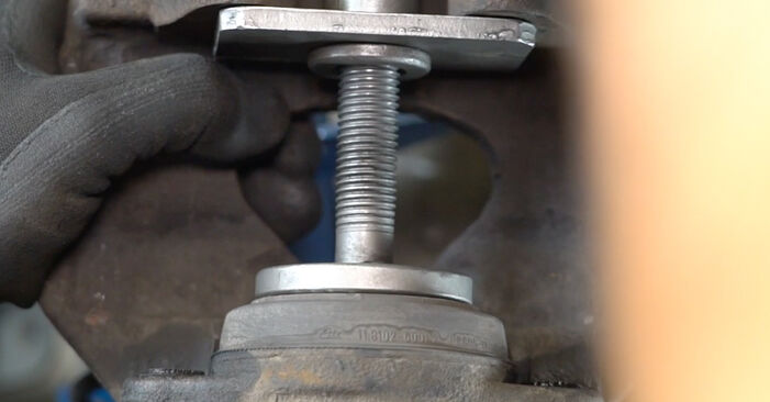 Schritt-für-Schritt-Anleitung zum selbstständigen Wechsel von VW T5 Kasten 2003 2.5 TDI Bremsbeläge