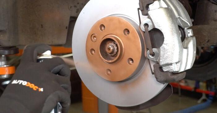 Wie VW TRANSPORTER 2.5 TDI 2007 Bremsbeläge ausbauen - Einfach zu verstehende Anleitungen online