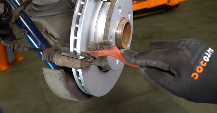Step-by-step recommendations for DIY replacement VW T5 Van 2003 2.5 TDI Brake Pads