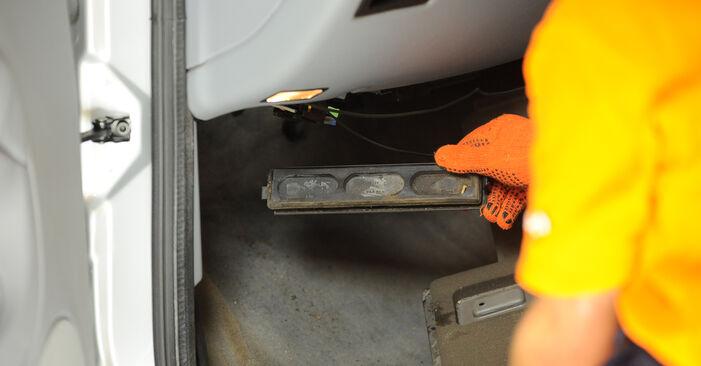 Innenraumfilter Mercedes W163 ML 400 CDI 4.0 (163.128) 2000 wechseln: Kostenlose Reparaturhandbücher