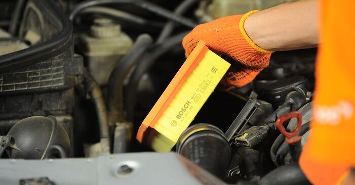 Luftfilter beim MERCEDES-BENZ M-CLASS ML 350 3.7 4-matic 2005 selber erneuern - DIY-Manual