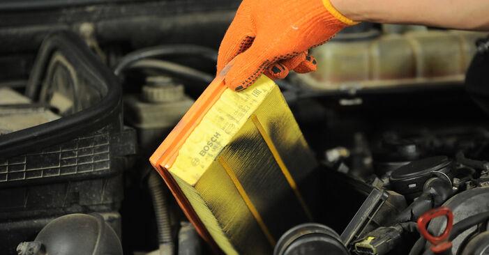 Wie schwer ist es, selbst zu reparieren: Luftfilter Mercedes W163 ML 500 5.0 (163.175) 2004 Tausch - Downloaden Sie sich illustrierte Anleitungen
