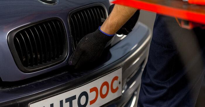 Austauschen Anleitung Ölfilter am BMW E46 1997 320d 2.0 selbst
