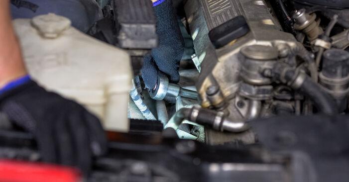 BMW E46 330d 2.9 2000 Spark Plug replacement: free workshop manuals