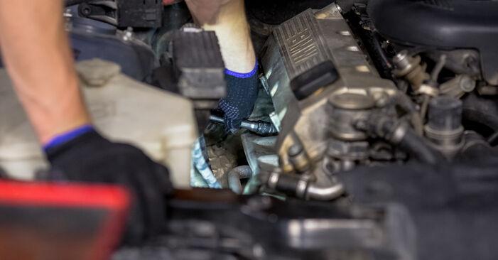Zündkerzen am BMW 3 Limousine (E46) 318i 2.0 2003 wechseln – Laden Sie sich PDF-Handbücher und Videoanleitungen herunter