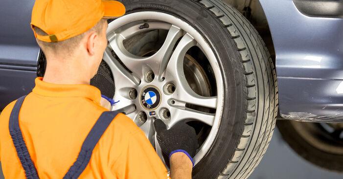Changer Rotule De Direction sur BMW 3 Berline (E46) 318i 1.9 2001 par vous-même