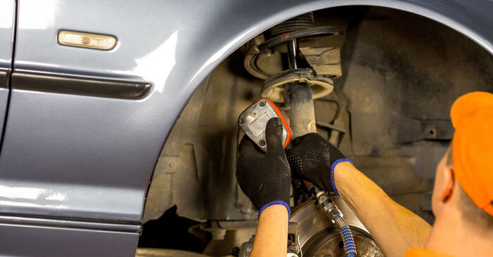 Replacing Anti Roll Bar Links on BMW E46 2000 320d 2.0 by yourself