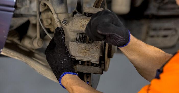 Austauschen Anleitung Bremssattel am BMW E46 2000 320d 2.0 selbst