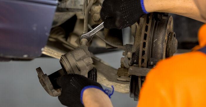 Schritt-für-Schritt-Anleitung zum selbstständigen Wechsel von BMW E46 2003 316i 1.9 Bremssattel