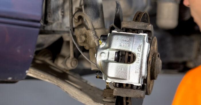 Bremssattel am BMW 3 Limousine (E46) 318i 2.0 2003 wechseln – Laden Sie sich PDF-Handbücher und Videoanleitungen herunter
