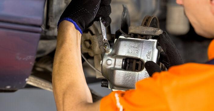 Bremssattel beim BMW 3 SERIES 316i 1.8 2005 selber erneuern - DIY-Manual