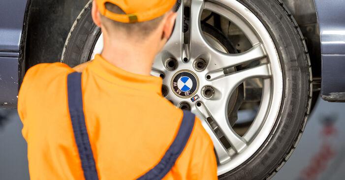Tausch Tutorial Bremssattel am BMW 3 Limousine (E46) 2002 wechselt - Tipps und Tricks