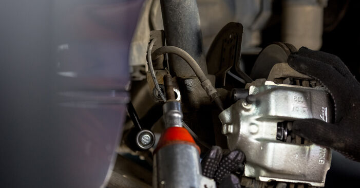 Zamenjajte Blazilnik na BMW E46 2000 320d 2.0 sami