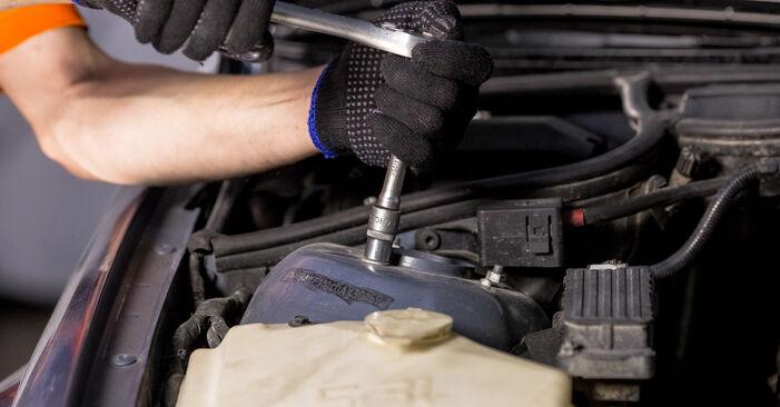Zamenjajte Blazilnik na BMW 3 Sedan (E46) 318i 1.9 2001 sami