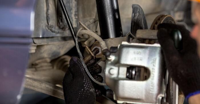 Naredite sami zamenjavo BMW 3 Sedan (E46) 320i 2.2 2004 Blazilnik - spletni vodič