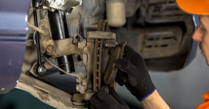 BMW 3 SERIES 320d 2.0 Radlager ausbauen: Anweisungen und Video-Tutorials online